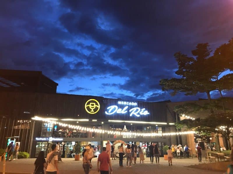 Mercado Del Rio Outside