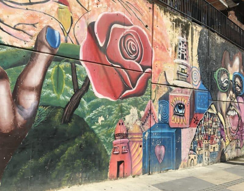 Rose Grafiti in Comuna 13